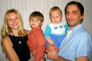 Виктория Аджигирей с мужем и сыновьями
