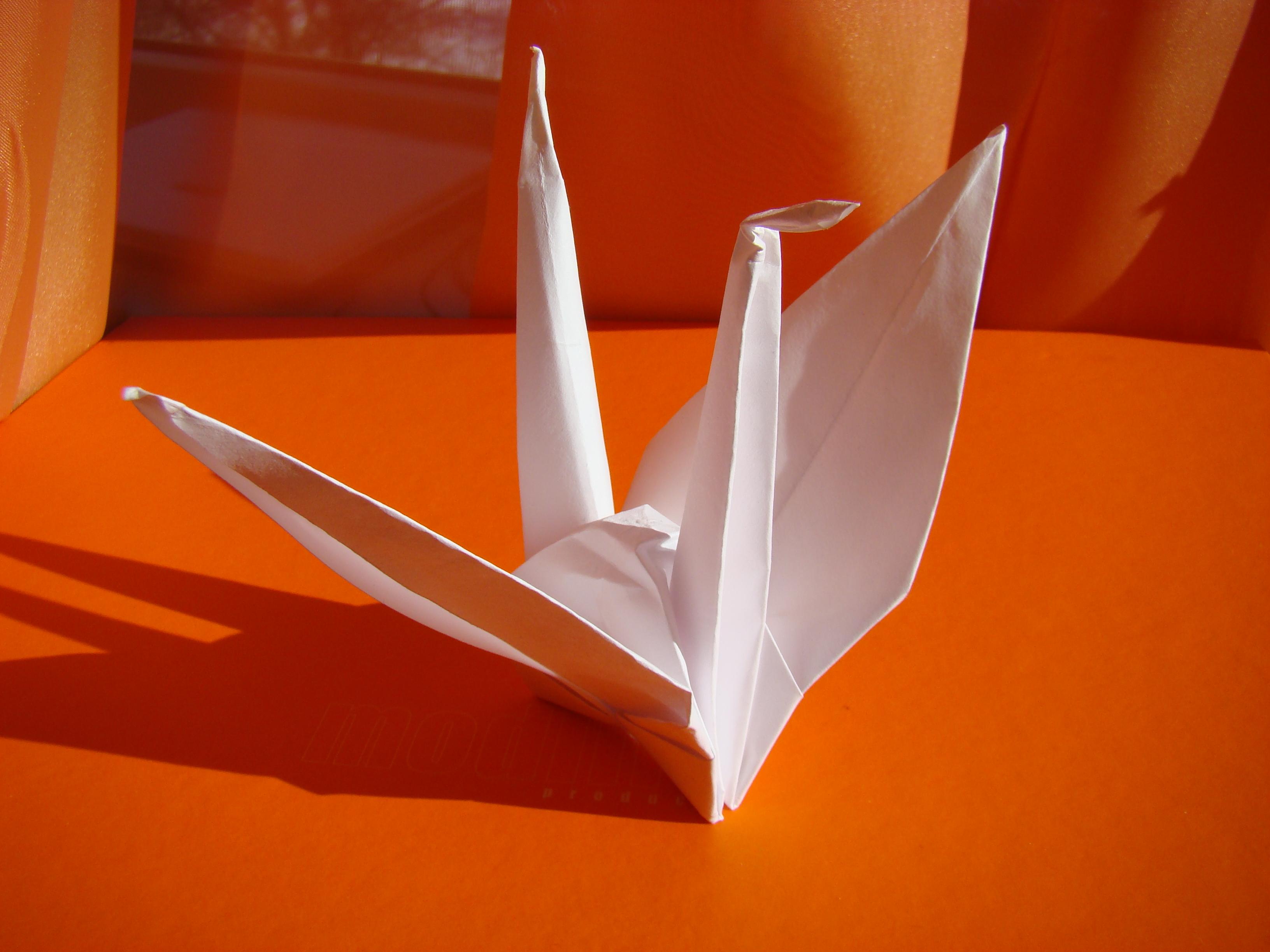 Как сделать журавлик машущий крыльями