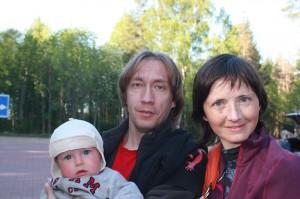 Вика с мужем и младшим сыном Давидом