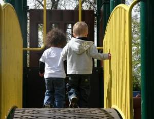 Детские площадки в Москве приведут в порядок