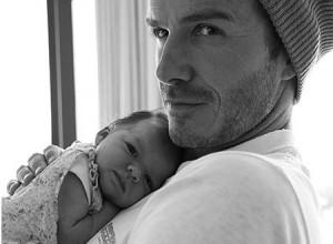 Дэвид Бекхэм с новорожденной дочкой Харпер