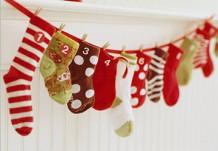Адвент-календарь из детских носочков