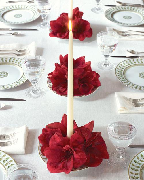 Рождественское оформление стола цветами
