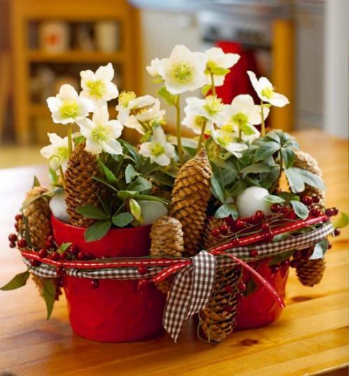 Рождественский декор горшка с цветами