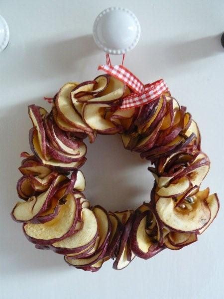 Венок из сушеных яблок
