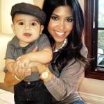 Кортни Кардашьян стала мамой-блогером