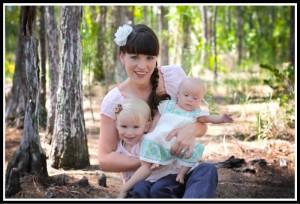 Келли Хэмптон с дочерьми