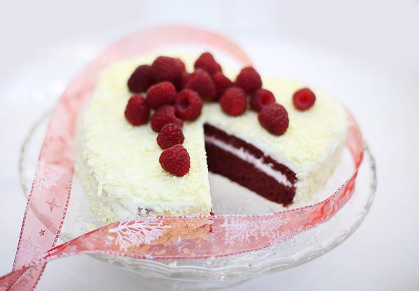 Бисквитный торт в виде сердца